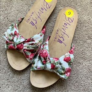 Blowfish Floral Bow Slides